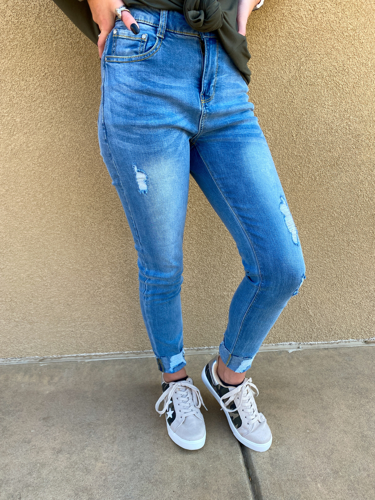 Light Washed Distressed Jeans