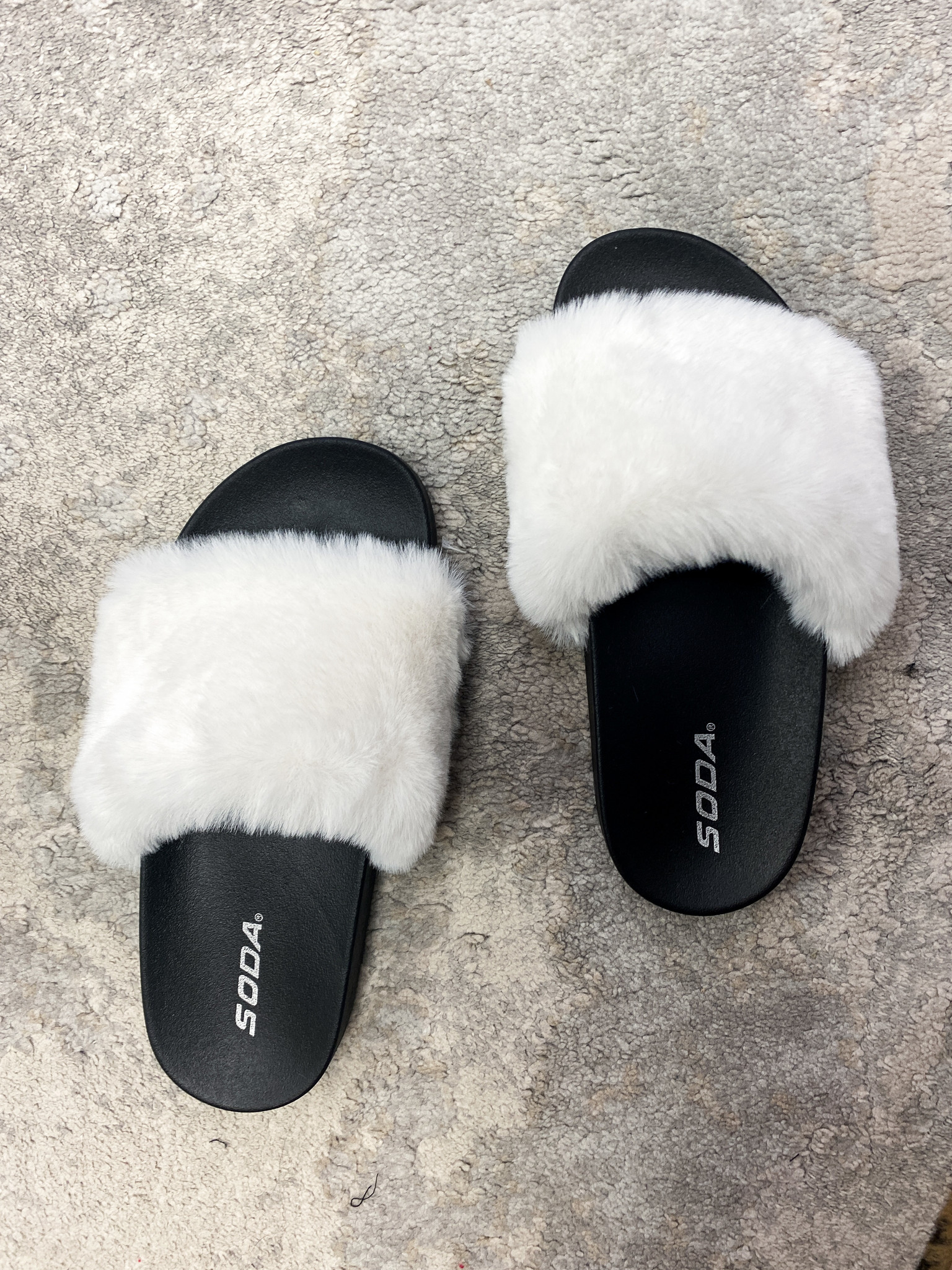 Mila Fuzzy Slipper White