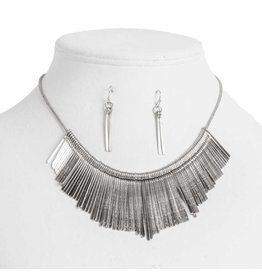 K & K Interiors Antique silver drop necklace set