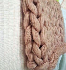 Chunky knit cashmere yarn throw blanket blush