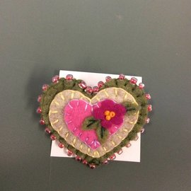 ELFLAND PINK FLOWER HEART PIN