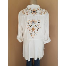 EMBROIDERED BACK IVORY BUTTON