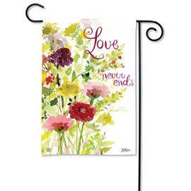 STUDIO M GARDEN FLAG - LOVE NEVER ENDS