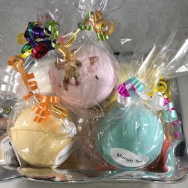 MOLLY'S BATH BOMBS