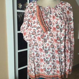 SALE-CORAL FLORAL PEASANT BLOUSE- LARGE