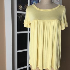 SALE- BUTTERCUP FLUTTER SLEEVE TOP