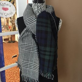 REVERSIBLE NAVY GREEN PLAID SCARF