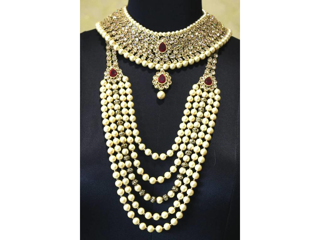 776074af4 Heavy Bridal Necklace set with complete accessories - Chandan Fashion