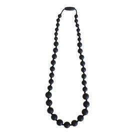 Momzelle Nursing Necklace, Black Rondure