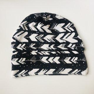 Black & White Arrow Slouch Beanie