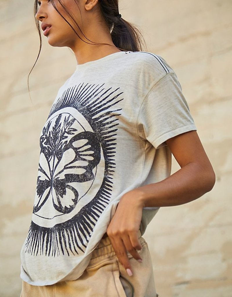 Keep rolling  graphic Tee