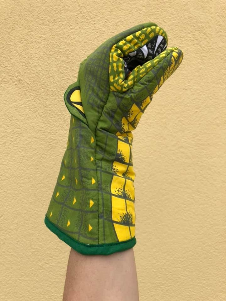 Alligator Oven Mitt