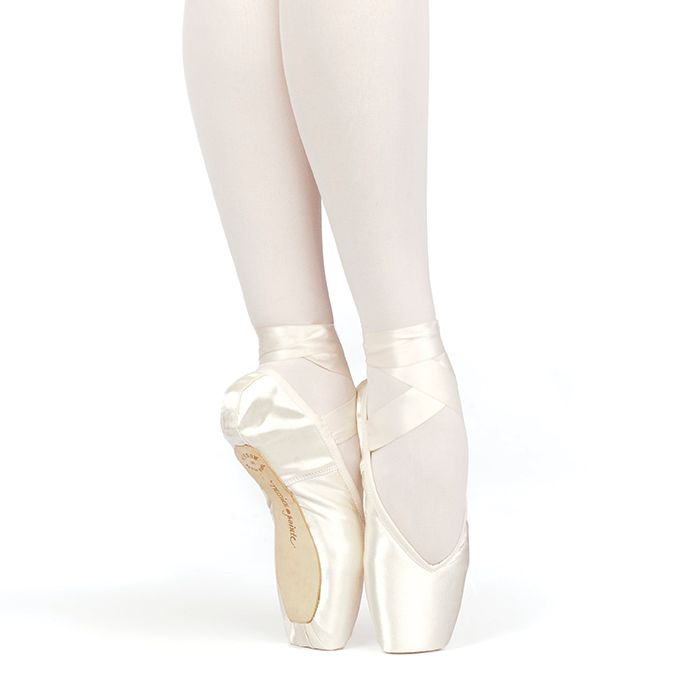 Russian Pointe Size 38: Brava V-Cut