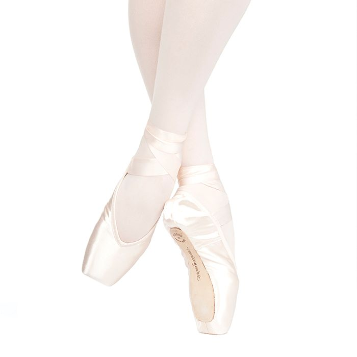 Russian Pointe Size 35: Muse V-Cut