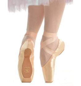 Gaynor Minden Sleek Medium Size 9.5