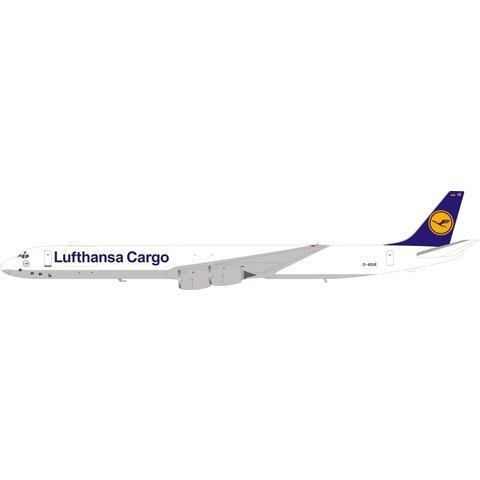 DC8-73F Lufthansa Cargo D-ADUE 1:200 with stand