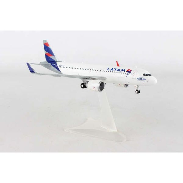 Herpa A320neo LATAM PT-TMN 1:200 with stand