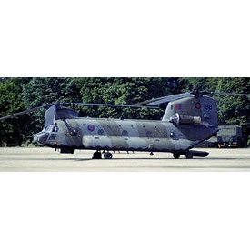 Forces of Valor Chinook HC4 (CH47D) Royal Air Force 18 Squadron 1:72 with stand