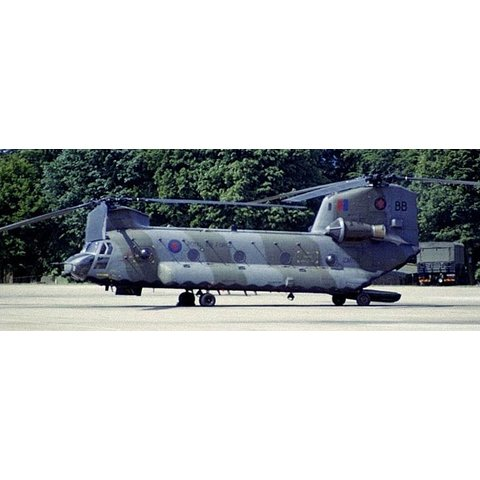 Chinook HC4 (CH47D) Royal Air Force 18 Squadron 1:72 with stand