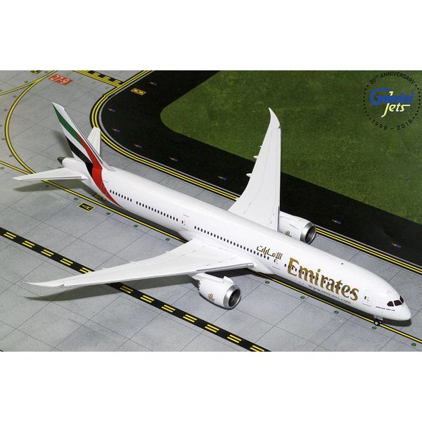 Gemini Jets B787-10 Dreamliner Emirates 1:200 with stand (no registration)