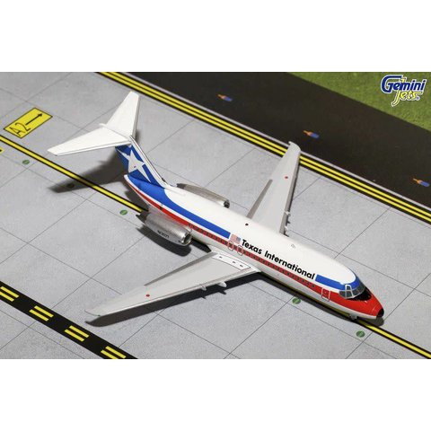 DC9-10 Texas International N1307T 1:200 with stand