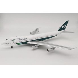 InFlight B747-200 PIA Pakistan International old livery AP-BCO 1:200 with stand