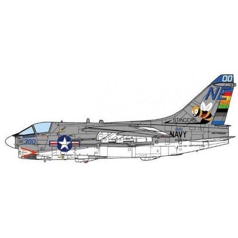 A7E Corsair II VA113 Stingers CAG NE-00 US Navy USS Ranger CVA61 1975 1:72 (no stand)