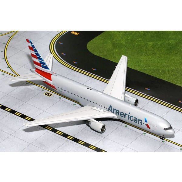 Gemini Jets B767-300 American Airlines 2013 livery N368AA 1:200 with stand