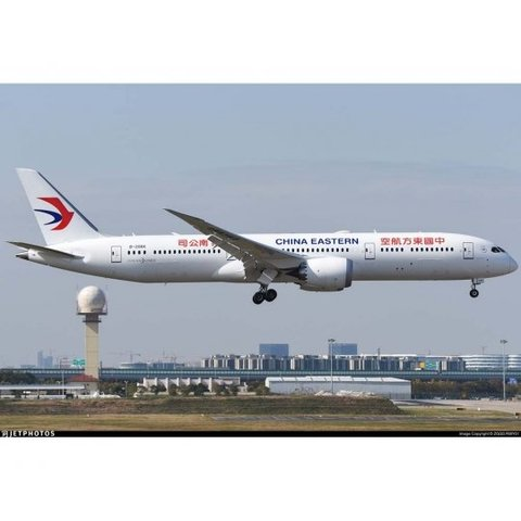 B787-9 Dreamliner China Eastern B-206K 1:200 with stand