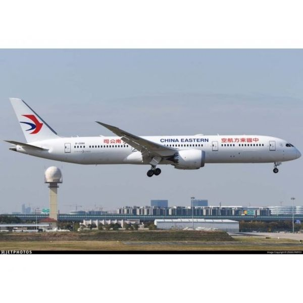 JC Wings B787-9 Dreamliner China Eastern B-206K 1:200 with stand