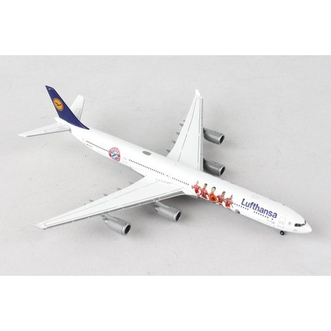 Herpa Lufthansa A340-600 FC Bayern Audi Summer Tour 2016 1:400 with stand