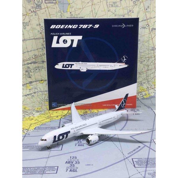 JC Wings B787-9 Dreamliner LOT Polish SP-LSA 1:400 flaps down