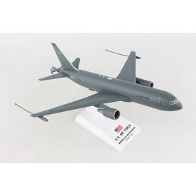 SkyMarks Boeing KC46 Pegasus Tanker US Air Force with HDUs N462KC 1:200 with stand