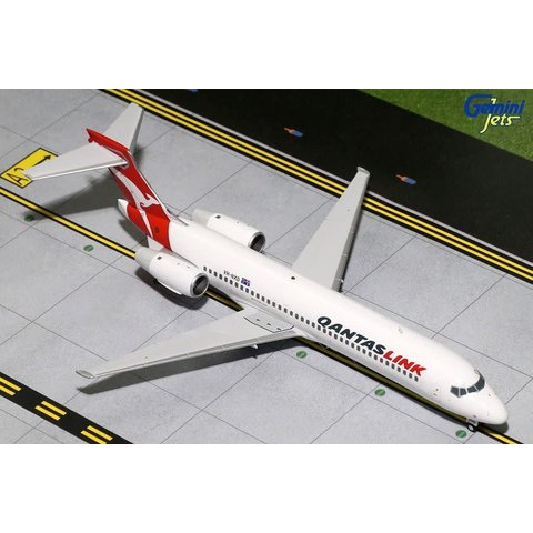 B717-200 QANTASLINK VH-NXD 1:200 with stand