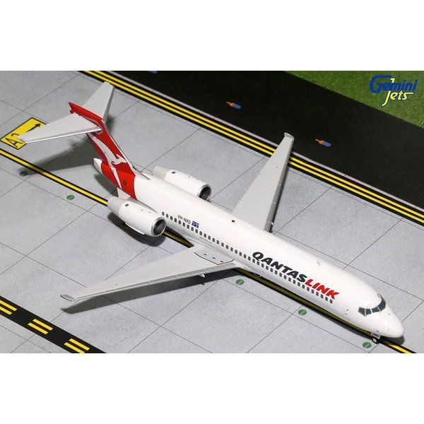 Gemini Jets B717-200 QANTASLINK VH-NXD 1:200 with stand