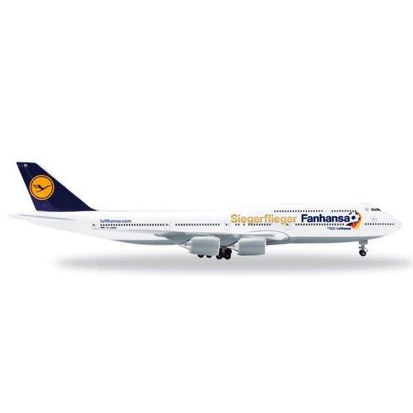 Herpa Lufthansa B747-8 FanHansa Siegerflieger 747-8 1:500 with stand