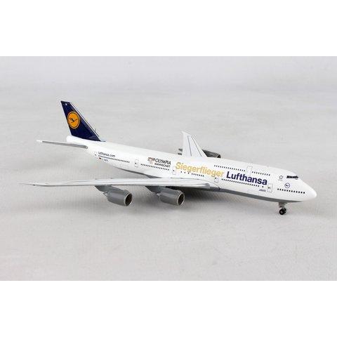 Lufthansa B747-8 FanHansa Siegerflieger Olympia RIO 2016 1:500 with stand
