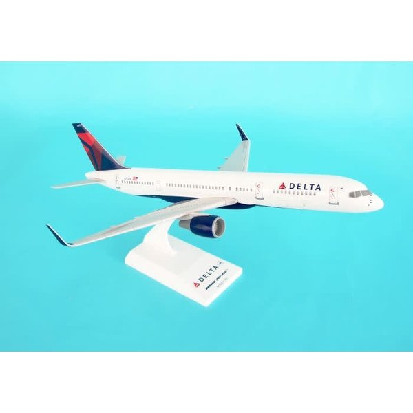 SkyMarks B757-200 Delta 2007 livery N704X 1:150 with stand
