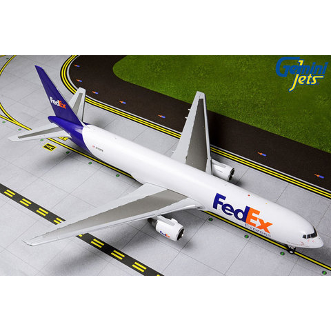 B767-300ERF FedEx Express N102FE 1:200 with stand
