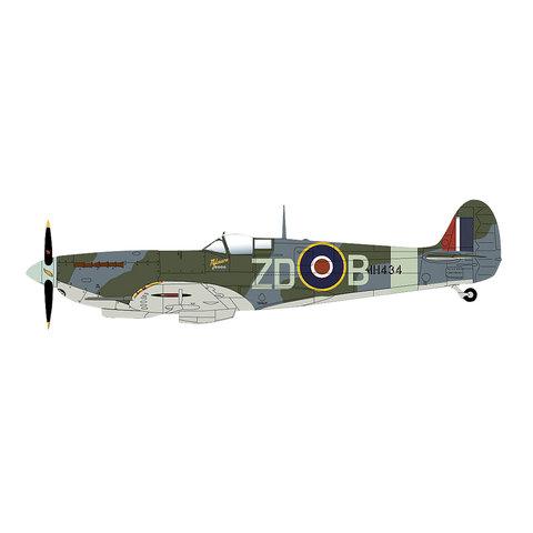 Spitfire IX 222 Sqn.RAF ZD-B Duxford 2004 1:48
