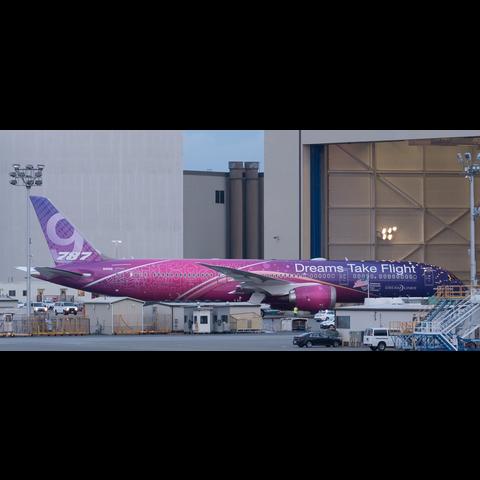 B787-9 Boeing House Dreams Take Flight 1:200