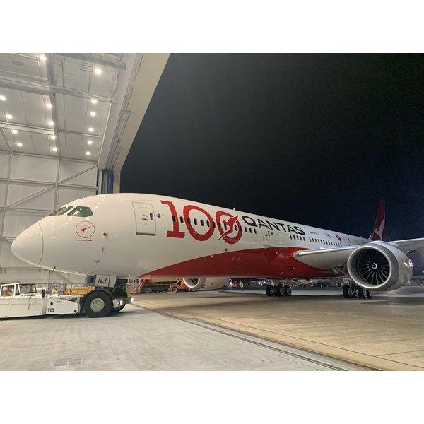 InFlight B787-9 Dreamliner QANTAS 100 livery VH-ZNJ 1:200