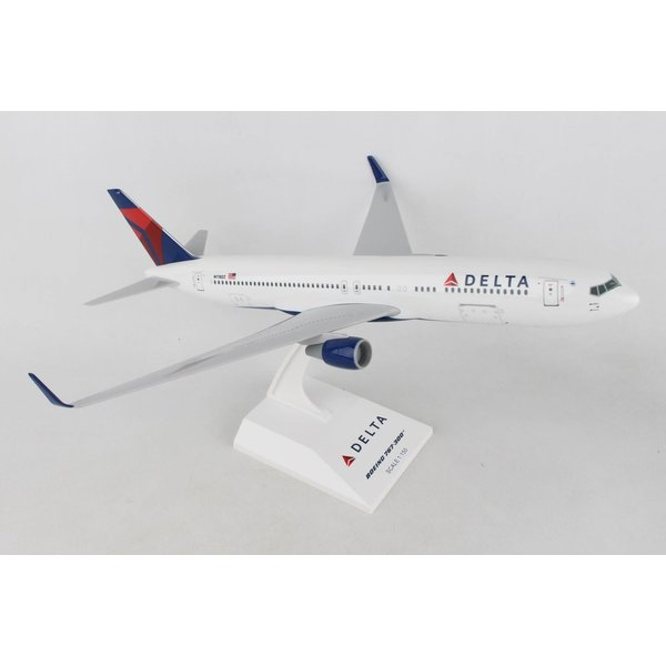 SkyMarks B767-300 Delta 2007 livery 1:150 with stand