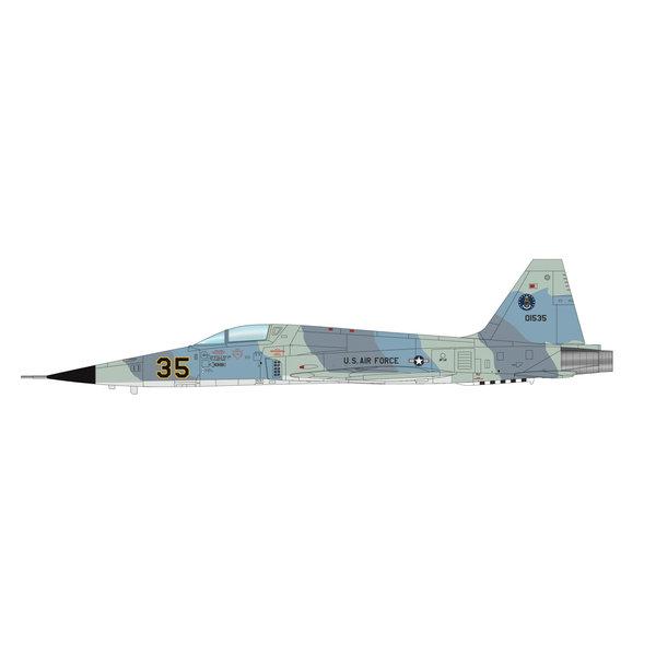 Hobby Master F5E Tiger II 527 AGRS USAF RED35 Alconbury 1:72