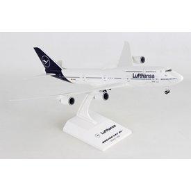 SkyMarks B747-8I Lufthansa 2018 livery 1:200 with gear