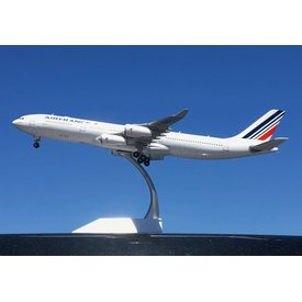 JC Wings A340-300 Air France F-GLZJ 1:200 with stand