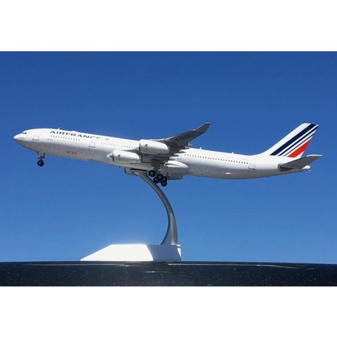 A340-300 Air France F-GLZJ 1:200 with stand