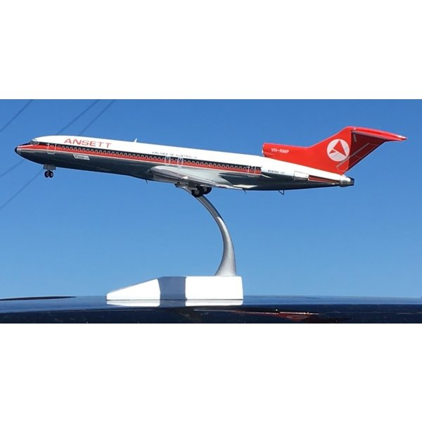 JC Wings B727-200 Ansett OC red/black 1:200 with stand