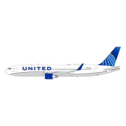 B767-300ER United New Livery 2019 N676UA 1:200