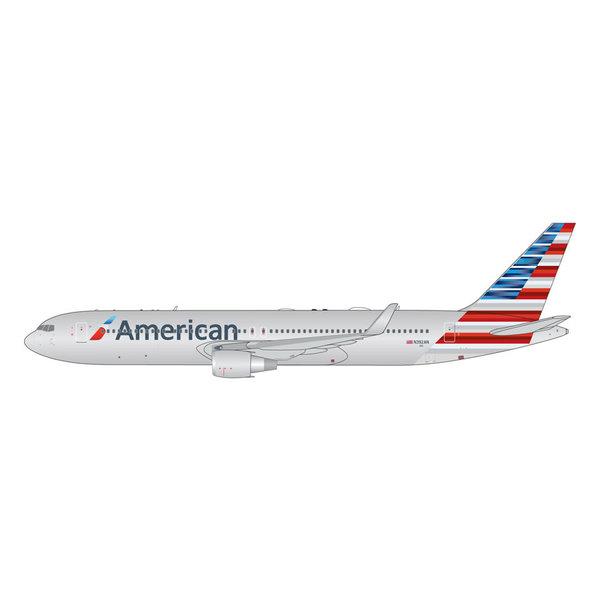 Gemini Jets B767-300ERW American 2013 livery N392AN 1:400